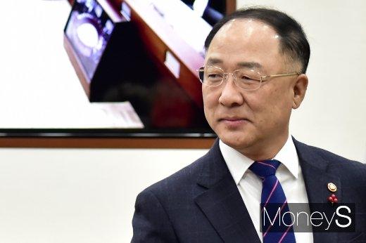 [머니S포토] 경제활력대책회의 주재하는 홍남기 부총리
