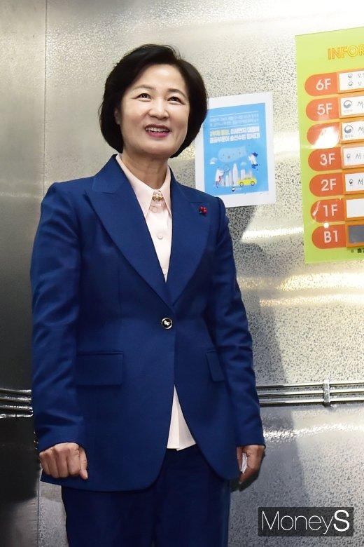 문대통령, 추미애 후보자 인사청문요청안 재가…국회 제출 (속보)