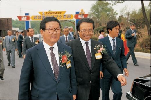 1987년 5월, 서울 우면동에 위치한 금성사 중앙연구소 준공식에 참석한 고 구자경 LG그룹 명예회장(왼쪽) / 사진=LG