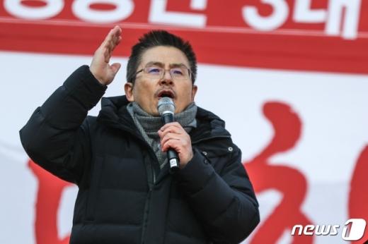 황교안 자유한국당 대표가 14일 오후 서울 세종문화회관 앞에서 열린 '文 정권 국정농단 3대 게이트 규탄대회'에서 발언을 하고 있다. /사진=뉴스1DB