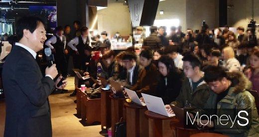 [머니S포토] 고사양 5G 스트리밍 설명하는 박현진 KT 사업본부장