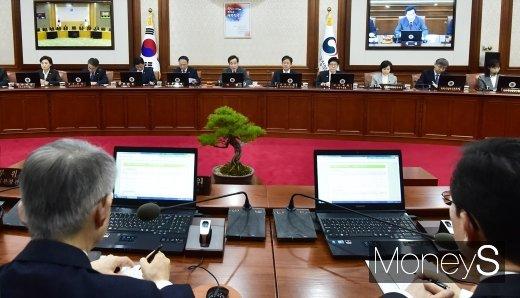 [머니S포토] 512조 예산안 처리 국무회의