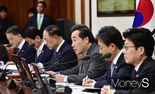 [머니S포토] 512조 예산안 국무회의 주재하는 이낙연 총리