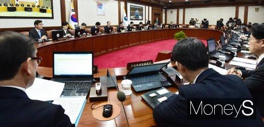 [머니S포토] 국민의 눈과 귀 집중된 512조 예산안 의결 국무회의