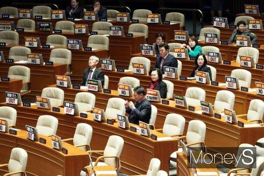 [머니S포토] 텅빈 국회의 필리버스터