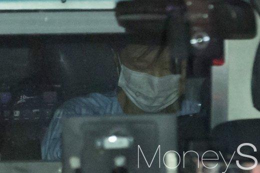 박근혜 전 대통령이 지난해 5월 서울 서초구 가톨릭성모병원에서 허리 치료를 마친 뒤 서울구치소로 되돌아가고 있다. /사진=임한별 기자