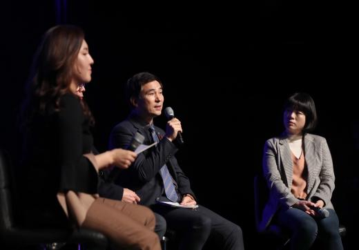 시민패널과의 소통콘서트에서 시민의 질문에 설명하고 있는 서철모 화성시장. / 사진제공=화성시