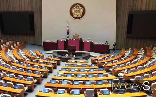 국회는 27일 본회의를 열고 패스트트랙으로 지정된 공직선거법 개정안 표결을 시도할 전망이다. /사진=임한별 기자