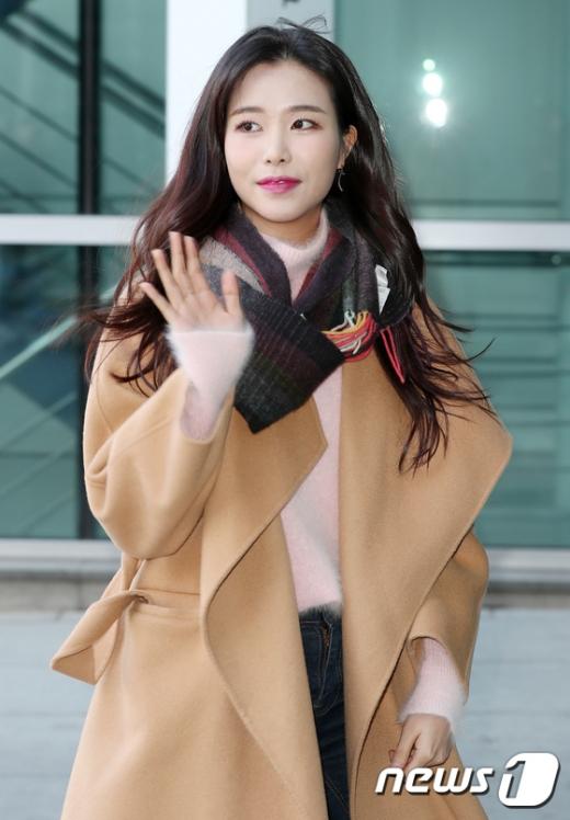 뮤지컬배우 해나가 27일 SBS 라디오 '최화정의 파워타임' 출연을 위해 서울 양천구 SBS 사옥으로 들어서고 있다. /사진=뉴스1