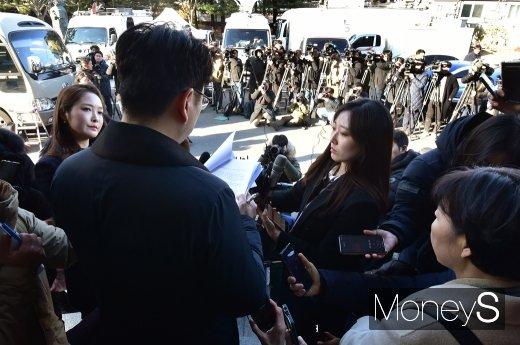 [머니S포토] 한일 위안부 합의 헌법소원 각하에 변호인 입장 발표