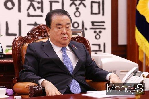 문희상 의장, 본회의장 입장… 한국당 거센 반발(속보)