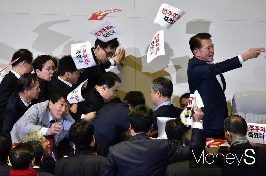 [머니S포토] 국회선진화법 무시 현장