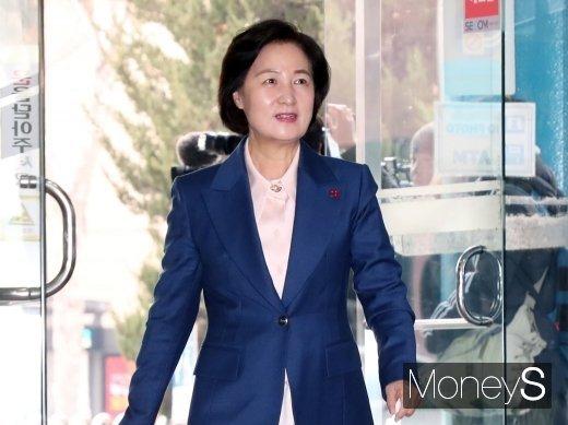 """추미애 """"민생 안정 위한 법무 행정 펼쳐나갈 계획""""(속보)"""