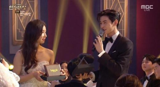 신세경 차은우. /사진=2019 MBC 연기대상  방송캡처