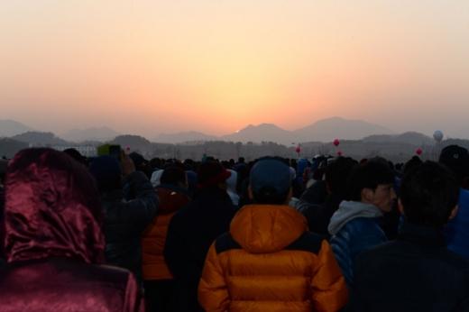 지난해 창녕 남지철교 새해 일출 전경./ 사진=창녕군 제공.