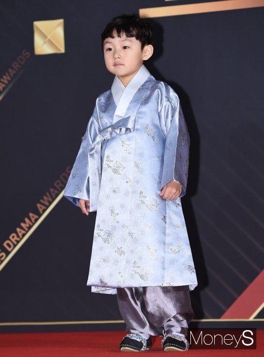 [머니S포토] 김지훈 '한복 입고 왔어요'
