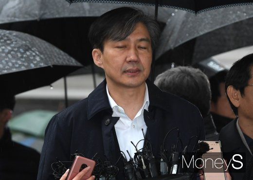 조국 전 법무부장관이 지난 26일 구속 전 피의자 심문을 위해 서울동부지법에 출석하고 있다. /사진=장동규 기자