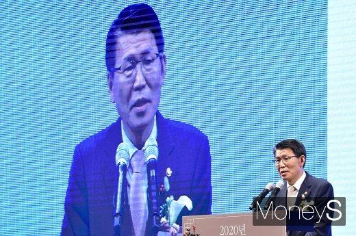 은성수 금융위원장이 3일 오후 서울 중구 신라호텔에서 열린 '범금융 신년인사회' 참석해 인사말을 하고 있다./사진=임한별 기자