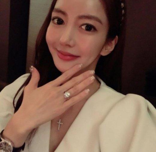 '다이아몬드 반지' 받은 이필립 여자친구 박현선 누구?