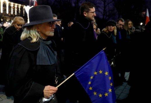 유럽 판사들, 폴란드 수도 바르샤바 침묵시위… 왜?