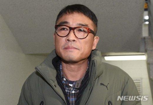 [퇴근길] 단추 채운 김건모, 경찰조사 마친 뒤 한 말은?