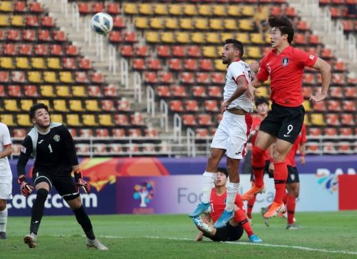 대한민국 U-23 대표팀 조규성이 19일 오후(현지시간) 태국 방콕 탐마삿 스타디움에서 열린 '2020 아시아축구연맹(AFC) U-23 챔피언십' 요르단과의 8강전에서 헤딩슛을 성공시키고 있다. / 사진=뉴스1 민경석 기자