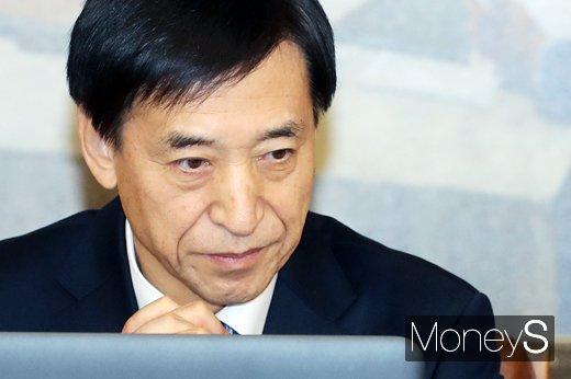 이주열 한국은행 총재가 27일 서울 중구 한국은행에서 금융통화위원회를 열고 기준금리를 현재 1.25%로 유지하기로 결정했다./사진=임한별 기자