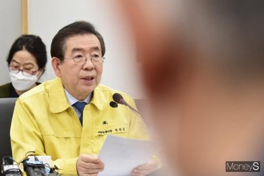 서울시내 코로나19 확진자가 60명을 넘어선 가운데 시는 감염 숙주로 지목받고 있는 신천지 교인 2만8317명에 대한 감염여부 전수조사 결과를 28일 오전 공개한다. /사진=임한별 기자
