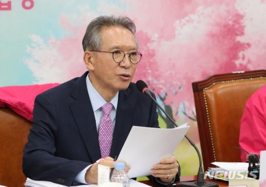 김형오 미래통합당 공천관리위원장은 그간 당의 공천 논의 과정에서 불거진 '사천논란'에 대해 입장을 밝혔다. /사진=뉴시스