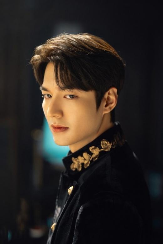 '더 킹-영원의 군주' 이민호가 위엄있는 '대한제국 황제' 이곤으로 변신한 '첫 포스'를 공개했다. /사진=SBS 제공