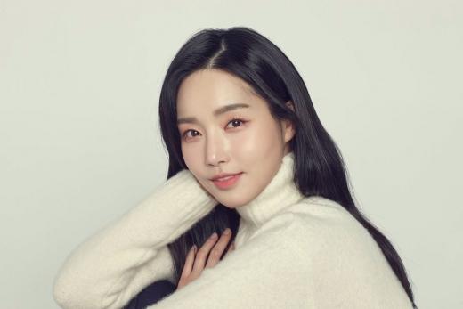 [화보] 김유미, 청순 · 시크 다 담은 프로필 사진 공개