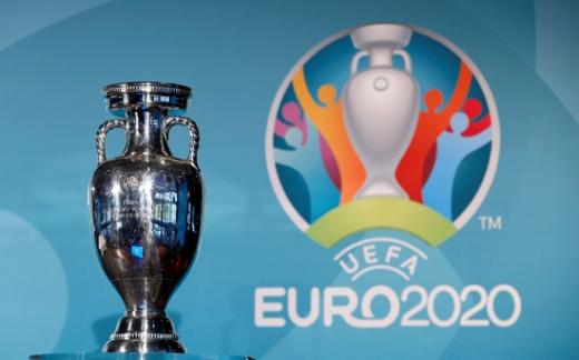유럽축구연맹 '유로2020' 우승컵인 앙리 들로네 트로피. /사진=로이터