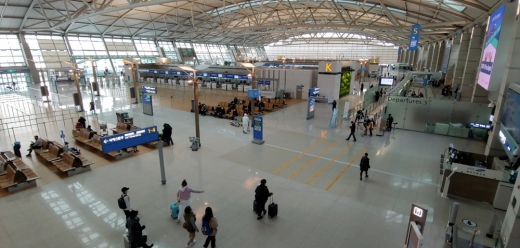코로나19 확산으로 인해 인천공항 제1여객터미널이 한산한 모습을 보이고 있다. / 사진=뉴시스 홍찬선 기자
