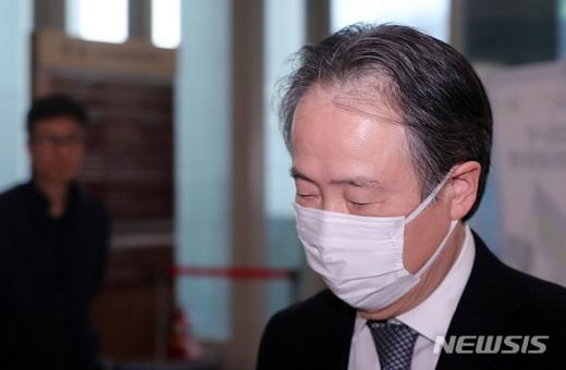 정부가 독도에 대한 부당한 주장을 담은 일본 중학교 과거서의 검정 통과에 대해 강력 항의하며 철회를 촉구했다. 사진은 도미타 고지 주한일본대사. /사진=뉴시스