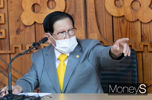 서울시가 신천지예수교 증거장막선전(신천지)을 상대로 신종 코로나바이러스 감염증(코로나19) 확산 책임을 물어 손해배상을 청구하는 소송을 냈다. /사진=임한별 기자