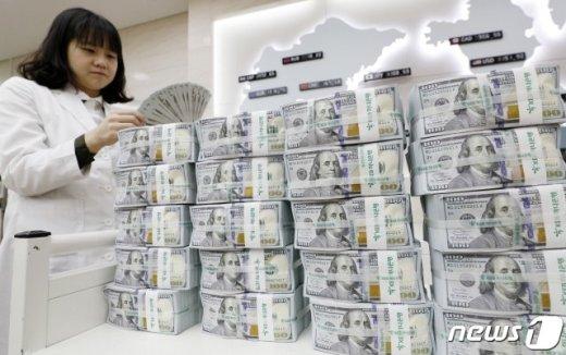 외환보유액, 90억달러 감소… '글로벌 금융 위기' 이후 최대치