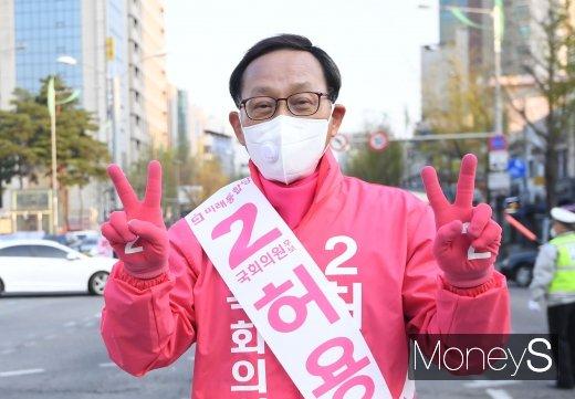 """4·15 총선 서울 은평을에 출마하는 허용석 미래통합당 후보가 'n번방 사건'과 관련해 """"나는 2번방""""이라고 희화화해 논란에 휩싸였다. /사진=장동규 기자"""