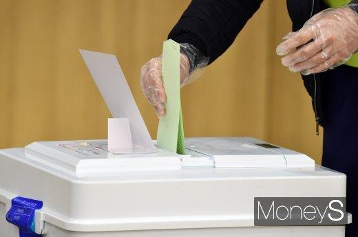 [머니S포토] 4.15 총선 투표, 오늘 오후 6시까지 진행
