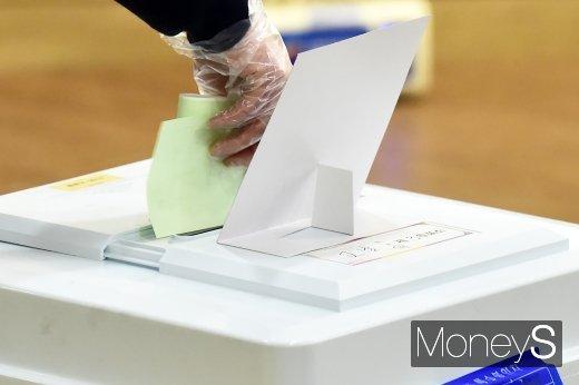 오전 11시 투표율 15.3%… 20대 총선보다 0.8%p↓(속보)