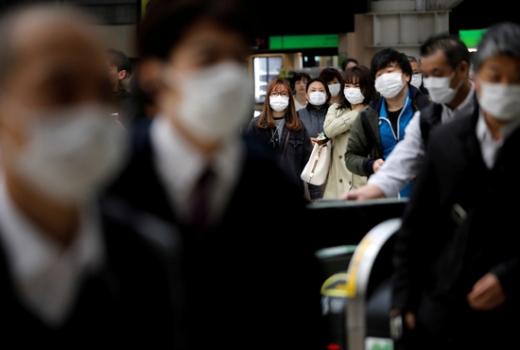 일본에서 사람 간 접촉을 축소하는 대책을 세우지 않으면 신종 코로나바이러스 감염증(코로나19)으로 40만명 이상이 사망할 수 있는 경고가 나왔다. /사진=로이터
