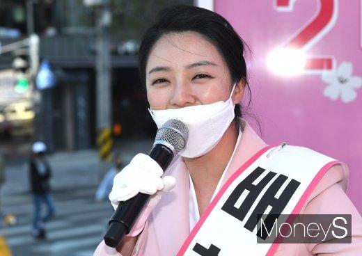 21대 총선, 지상파 3사 출구조사 결과에 따르면 서울 송파을에서는 배현진 후보가 53.2%, 최재성 후보가 43.3%를 각각 얻을 것으로 예측됐다. 두 후보는 2년 전 보궐선거에 이어 두번째 맞대결이다./사진=장동규 기자
