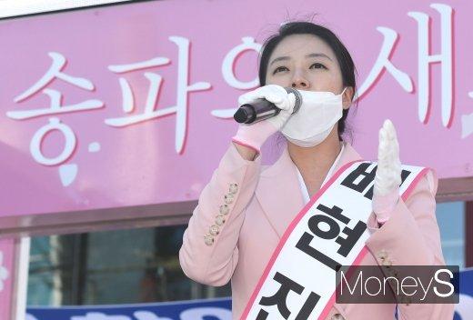 MBC 아나운서 이력이 있는 배현진 통합당 당선인은 최재성 민주당 후보와 송파을을 놓고 두번째 경쟁을 해 국회에 입성한다. /사진=장동규 기자