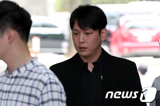 성추행 혐의를 받고 있는 보이그룹 B.A.P 출신 힘찬(30·본명 김힘찬)의 6차 공판기일이 열린다. /사진=뉴스1