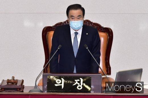 [머니S포토] 국회 본회의 개회 알리는 문희상 의장