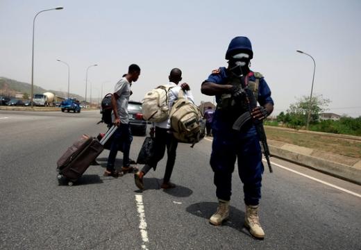 나이지리아 북서부 지역에서 코로나19 구호품을 노린 떼강도의 습격으로 마을 주민 47명이 사망했다. /사진=로이터