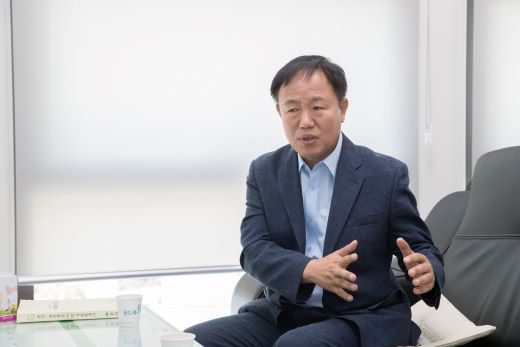 """이재수 시장은 """"춘천은 산업 수요가 몰려있는 수도권과 인접해 있고 지난 40년간 지진 진앙지가 전무하다는 점에서 다른 후보지들보다 경쟁력이 있다""""고 설명했다. /사진=춘천시청"""