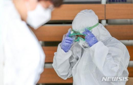 국내 신종 코로나바이러스 감염증(코로나19) 신규 확진자가 14명 추가 발생했다. /사진=뉴시스