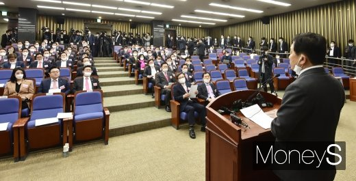 [머니S포토] 통합당 21대 당선자 총회, 심재철 대표 권한대행 발언