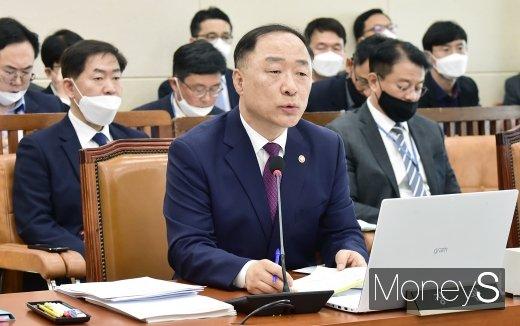 [머니S포토] 긴급재난지원금 관련 국회 기재위 회의