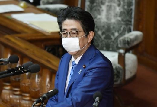 아베 신조 일본 총리가 지난 27일 도쿄에서 열린 중의원 본회의에서 발언하고 있다. 사진=뉴시스 제공